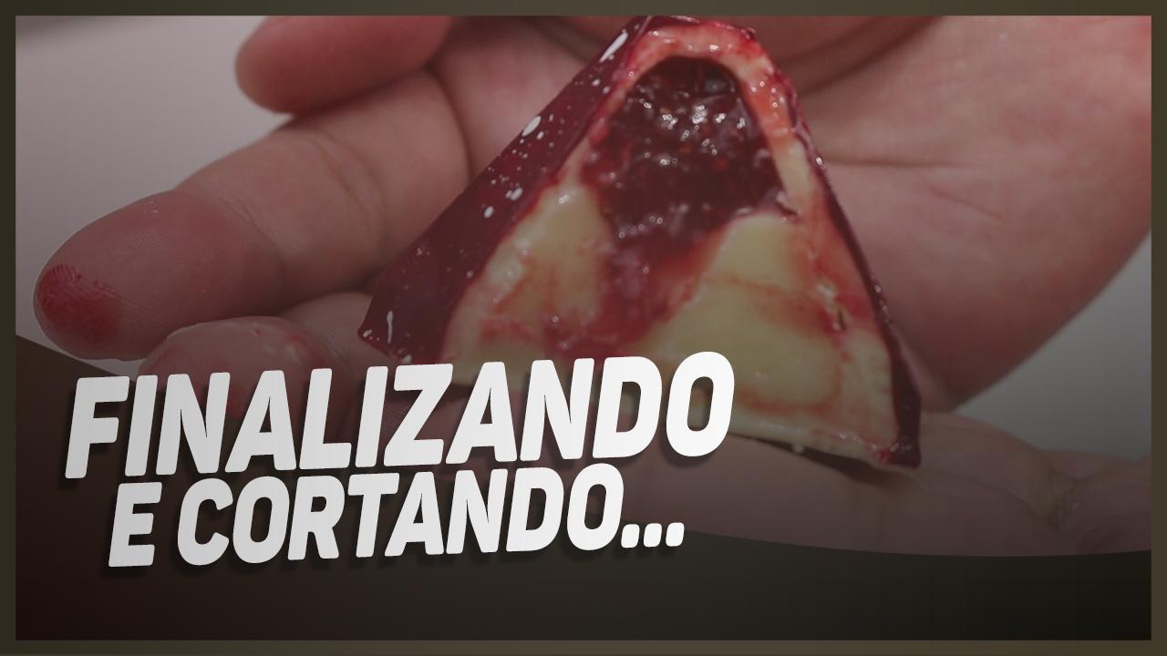 BOMBOM COM PINTURA EM MANTEIGA DE CACAU